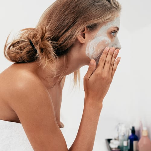 A simple organic DIY summer mask for your face and body to rejuvenate and nourish your skin.