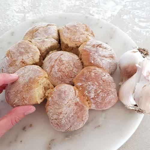 Garlic Spelt Pullapart Loaf