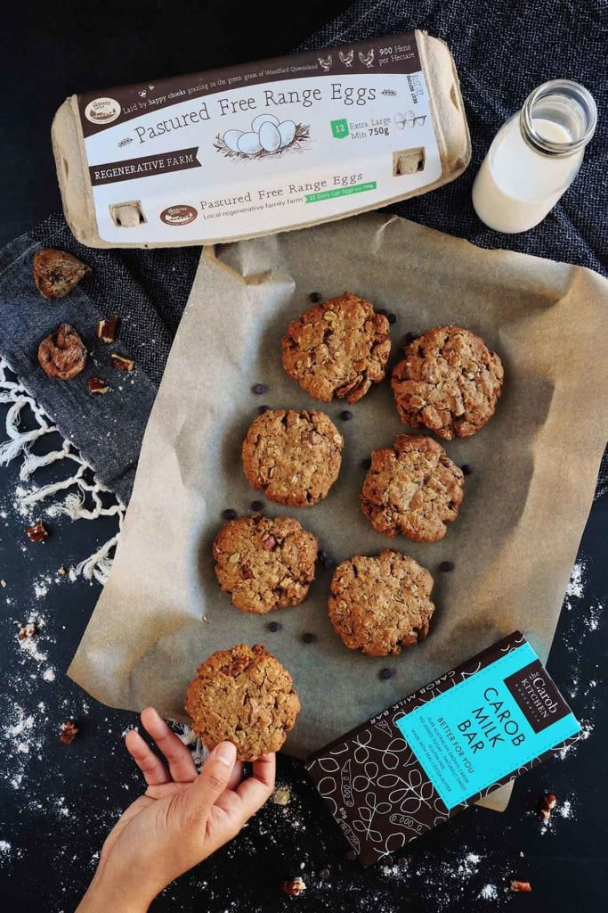 oat cookies with fig and pecans